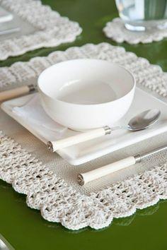 * Individuales eco cuero y terminación en crochet