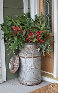 A lot of country themed home are most likely to go for country Christmas decorations. Of course, country Christmas decorations … Christmas Garden, Farmhouse Christmas Decor, Outdoor Christmas Decorations, Rustic Christmas, Christmas Home, Christmas Wreaths, Christmas Crafts, Christmas Front Porches, Christmas Island