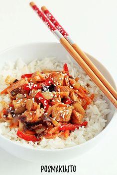 posmakujto!   Domowa chińszczyzna, czyli kurczak w pięciu smakach Asian Recipes, Ethnic Recipes, Spaghetti Bolognese, Wok, Food And Drink, Chicken, Drinks, Cooking, Tableware