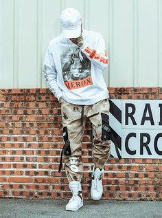 #streetwear#streetstyle#streetfashion#techwear #japanstyle#japanstreetwear#frenchwear #streetwearjaponais #japon #streetwearasiatique #tenshi #tenshigang #stylejaponais #stylederue #frenchstreetwear #style #stylefrancais #stylejaponais #sappe #fashion #habit #techwearfashion#streetwearfrancais #offwhite #designer #supreme #swag #streetwearaddict #pantalon #cargo #pantaloncargo Street Style Outfits Men, Black Men Street Fashion, Swag Outfits Men, Stylish Mens Outfits, Men Street Styles, Mode Camouflage, Pantalon Streetwear, Men Looks, Pantalon Cargo