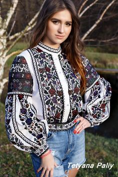 Tetyana Paliy - Вишиванки жіночі Thai Fashion, Pakistani Fashion Casual, Estilo Fashion, Folk Fashion, Womens Fashion, Traditional Iranian Clothing, Traditional Outfits, Corsage, Dress Over Jeans