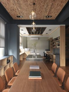This interior design workplaces is a project designed by HOZO interior design, covers an area of 90 square meters and is located in Taiwan, Hsinchu County – Jubei. Photography by HOZO interior design Industrial Home Design, Industrial House, Barbecue, Taiwan, Dinner Room, Luxury Decor, New Home Designs, Apartment Design, Decoration