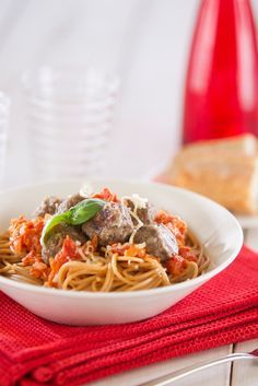 Lihapullat tomaattikastikeessa ja spagetti | K-Ruoka #pasta