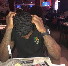So wavy 💦 Fine Black Men, Gorgeous Black Men, Cute Black Guys, Fine Men, Waves Hairstyle Men, Waves Haircut, Black Men Haircuts, Black Men Hairstyles, 360 Waves Hair