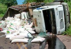 O Corpo de Bombeiros foi acionado na tarde desta sexta-feira (09), para atender a um acidente de trânsito na SC 492, no acesso à cidade de Barra Bonita. O acidente foi do tipo tombamento, e envolve