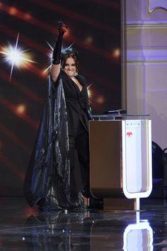 Ewa Farna je letos stříbrná. Při převzetí ceny se rozplakala. Darth Vader, Celebrity, Concert, Diamond, Celebs, Concerts, Famous People