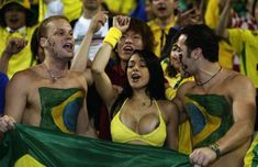 Самые сексуальные футбольные болельщицы (фото)