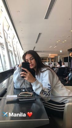 Aesthetic People, Aesthetic Girl, City Aesthetic, Beige Aesthetic, Insta Photo Ideas, Insta Pic, Kelsey Merritt, Airport Photos, Foto Casual