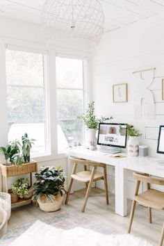 Camille's Office Makeover Reveal – Home office design layout Home Office Space, Office Workspace, Home Office Decor, Office Ideas, Home Office Furniture Ideas, Office In Bedroom Ideas, Bedroom Workspace, Office Organisation, Modern Office Decor