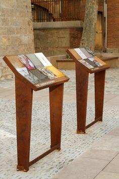 Heritage trail in Perpignan (cathedral). Design: Ateliers 59 - ©Empreinte Signalétique