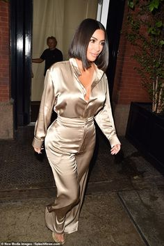 Kim Kardashian displays her chic shorter locks in the midst of NYFW - Hot stuff: Kim Kardashian was once again pulling out all the stops as she emerged from her New Yor - Kim Kardashian Blazer, Kim Kardashian Yeezy, Looks Kim Kardashian, Kardashian Style, Kardashian Jenner, Kendall Jenner, Le Style Du Jenner, Kim K Style, Gowns