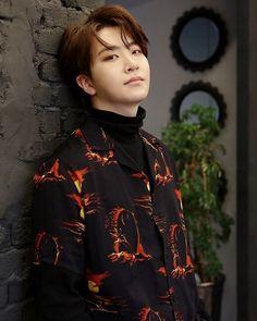 รูปนี้ดีต่อใจบ่าวเหลือเกินออเจ้า❤ #ยองแจคือความสดใสของโลกใบนี้ ☀ #หมวยเกาหลีกับตี๋ฮ่องกง  #ขออนุญาติเจ้าของภาพและคลิปด้วยนะค่ะ…