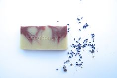 A detoxifier and soothing exfoliant for all skin types.Soothing lavender and deeply nourishing hibiscus for all skin conditions. Pink Clay is a very gentle clay known for providing hydration to the skin while helping to improve skin texture.Ingredients : Hibiscus rosa-sinensis Infused Olea europaea (Olive) Oil, Cocos nucifera (Coconut Oil), Aqua (Water), Theobroma Cacao (Cocoa Butter), Sodium Hydroxide (Lye), Persea gratissima (Avocado) Oil, Butyrosperum parkii (Shea But...