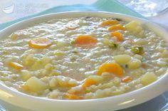 100 g di orzo perlato 1 carota 1 porro 1 patata da 100 g circa 50 g di verza 1 l di brodo vegetale 2 cucchiai d'olio extravergine di oliva sale