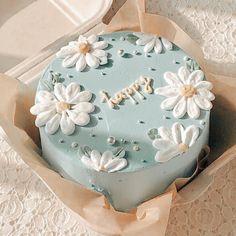 Pretty Birthday Cakes, Pretty Cakes, Beautiful Cakes, Amazing Cakes, Cake Birthday, Birthday Cake Decorating, Cake Decorating Frosting, Easy Cake Decorating, Cake Decorating Tutorials