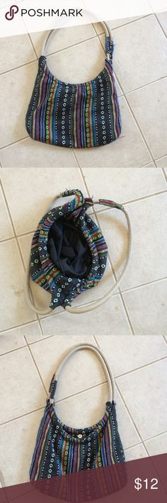 Hobo style purse Hobo style purse gently used but in excellent condition snap closer Bags Hobos