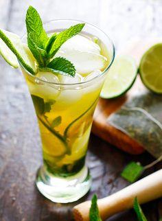 Ice Green Tea Mojito!! Perfect summer cocktail!! |skinnytaste.com