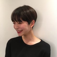 Today we have the most stylish 86 Cute Short Pixie Haircuts. We claim that you have never seen such elegant and eye-catching short hairstyles before. Pixie haircut, of course, offers a lot of options for the hair of the ladies'… Continue Reading → Super Short Hair, Short Straight Hair, Short Hair Cuts, Girls With Short Hair, Short Pixie Haircuts, Short Hairstyles For Women, Straight Hairstyles, Asian Haircut Short, Haircut Long
