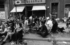 """Straßenkonversationen vor dem """"Obst & Gemüse""""-Laden, 1992"""
