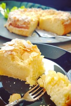 Quick recipe for a fine almond sour cream cake - Bella cooks and travels - Meine Rezeptideen - Abendessen, Mittagessen, Kuchen Quick Recipes, Quick Easy Meals, No Bake Desserts, Dessert Recipes, Sour Cream Cake, How To Make Cake, Cake Decorating, Almond, Food And Drink