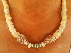 Exquisite Puka Shell Necklace with Central Tahitian Pearl and Cone Shells by KuuipoDesignerJewels on Etsy Shell Bracelet, Shell Jewelry, Shell Necklaces, Small Gift Boxes, Small Gifts, Necklace Lengths, Beaded Necklace, Hawaiian Jewelry, Tahitian Pearls