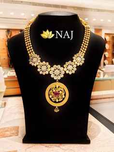 21 Most Beautiful Traditional Gold Necklace & Haram Designs! Bridal Necklace, Necklace Set, Bridal Jewelry, Gold Jewelry, Gold Necklace, Women Jewelry, Fashion Jewelry, Diamond Jewellery, Indian Gold Jewellery Design