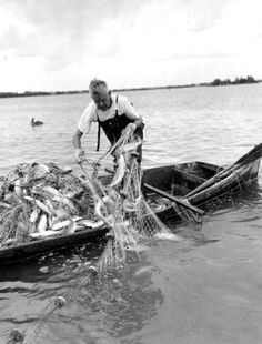 Over digitized photographs from the State Library and Archives of Florida. Fishing Life, Kayak Fishing, Fishing Boats, Fishing Reels, Fishing Basics, Fishing For Beginners, Vintage Florida, Old Florida, Fishing Photography