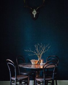 Trend We're Loving: Deep Blues + Dark Wood Rooms: intense and moody Room Paint Colors, Paint Colors For Living Room, Living Room Decor, Dark Walls, Dark Interiors, Interiores Design, House Design, Design Design, Design Trends