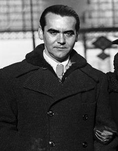 Lorca, ya convertido en poeta, rondando los 30 años