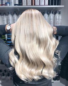 Blonde Hair Looks, Brown Blonde Hair, Platinum Blonde Hair, Ashy Blonde, Balayage Hair Ash, Hair Highlights, Hair Color Guide, Hair Videos, Dyed Hair