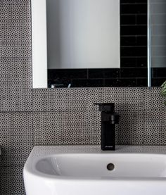 #SIBAinthehouse - Featuring @myareeceramics. Tile shoppers look no further. Fabulous selection and a great showroom. Pictured is a #SIBAdesign bathroom using Mutina Azulej Renda Nero.  @gathering.light