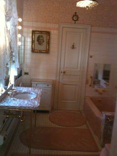 hillwood-pink-bathroom.jpg 919×1,225 pixels