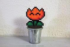 Fleur Mario en perles à repasser Flower beads Hama Mario, Diy Fleur, Fleur Orange, Planter Pots, Creations, Happiness, Homemade, Hama Beads, Bonheur