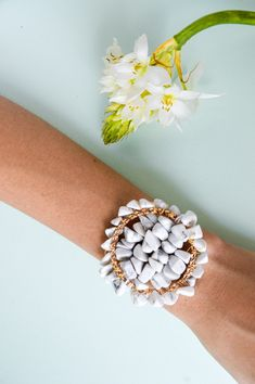 Cuarzo blanco Cuff Bracelets, Jewelry, Resin Jewelry, Handmade Jewelry, Hand Made, White Quartz, Handmade Accessories, Natural Stones, Ear Studs