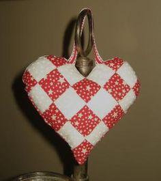 DIY bags  : DIY Pretty Patchwork Heart Pocket