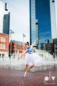 Claire Downtown Fort Worth campus sundance square ballerina ballet pointe garage urban senior dancer Sarah Whittaker Photo La Vie