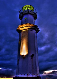 .love light houses,,this one looks cool...