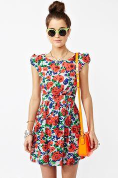 Det är något med mig och blommiga klänningar! Jag ÄLSKAR det och denna var mycket söt!