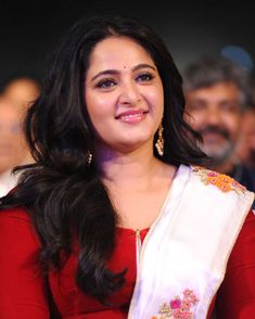 After delivering successful women centric movie Bhaagamathie , Anushka Shetty made announcement about next her upcoming movie Silence. Most Beautiful Indian Actress, Beautiful Actresses, Hot Actresses, Indian Actresses, Bollywood Actress Bikini Photos, Anushka Photos, Actress Anushka, Bollywood Girls, Star Wars