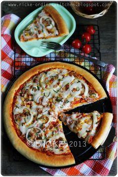 Alhamdulillah, bisa menyempatkan lagi posting resep setelah agak lama sedang terjangkit blogging blue yang membuat saya agak malas untu... Food N, Food And Drink, Tuna Pizza, Tuna Mayo, Pizza Hut, Hawaiian Pizza, Pizza Recipes, Vegetable Pizza, Sandwiches