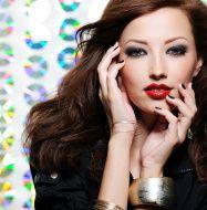 Hier die Shminkanleitung für ein perfektes Abend Make-up: http://perfektes-makeup.com/?page_id=24