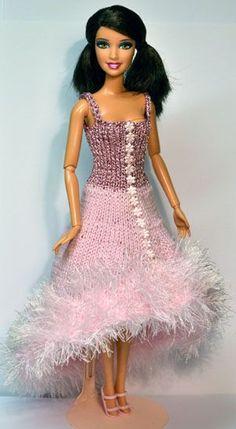 Zojuist zag ik het nieuws voorbij komen dat Barbie 50 jaar geleden voor het eerst naar Nederland kwam. Zó oud ben ik nou ook nog niet, maar...