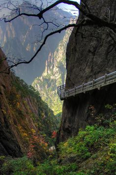 Cliff stairs in the Huangshan mountains of Anhui in eastern China • photo: Paul Bird on Flickr