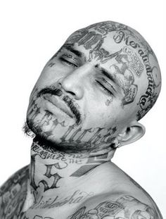 I do not condone prison or gang tattoos, but they are interesting in that, by taking the time to really look, the tattoos do tell incredible life stories. Mara Salvatrucha gang-member by Isabel Muñoz. Full Body Tattoo, Body Art Tattoos, Facial Tattoos, 13 Tattoos, Blackwork, Tatoo 3d, Tattoo Ink, Criminal Tattoo, Tatto Design
