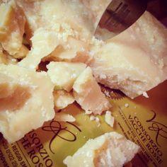 Parmigiano Reggiano - Instagram by consorziovaccherosse Craving Cheese, Parmigiano Reggiano, Slow Food, Italian Recipes, Camembert Cheese, Cravings, Favorite Recipes, Drink, Beautiful