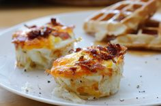 """Egg and Hash Brown """"Muffins"""" ... minus the bacon, sub in egg whites and low fat cheese.  mmmmmm"""
