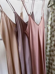 Silk clothing for women. Pink Outfits, Night Outfits, Cool Outfits, Silky Dress, Nightgowns For Women, Neutral Outfit, Minimal Fashion, Fashion Killa, Women Lingerie