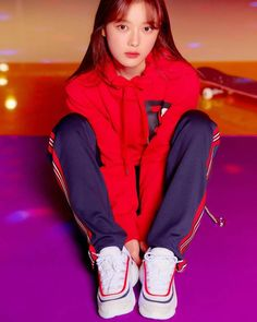 Kim You Jung, Trending Memes, Kdrama, Mac, Winter Jackets, Take That, Photoshoot, Actors, Fingers