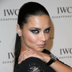The secret to Adriana Lima's super-intense smoky eye makeup