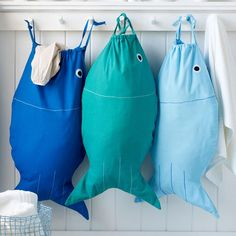 Clever and cute laundry bags by Design Ideas. Perfect for toting around either clean or dirty clothes, the Pisces drawstring bag adds maritime fun to your daily laundry. Fabric Crafts, Sewing Crafts, Sewing Tips, Diy Sac, Ideas Prácticas, Decor Ideas, Craft Ideas, Diy Couture, Sewing Projects For Beginners